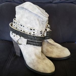 Daisy Fuentes Vickie Ankle Boots Western Chain